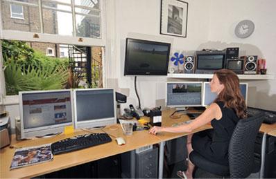 woman-viewing-monitor